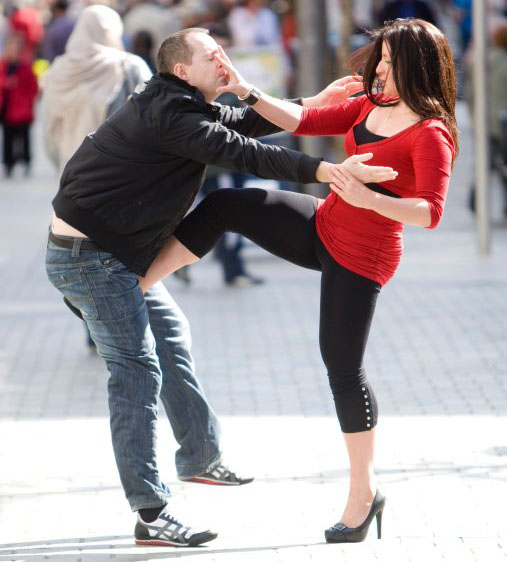 urban_lady_defends_against_male_attacker_with_front_kick